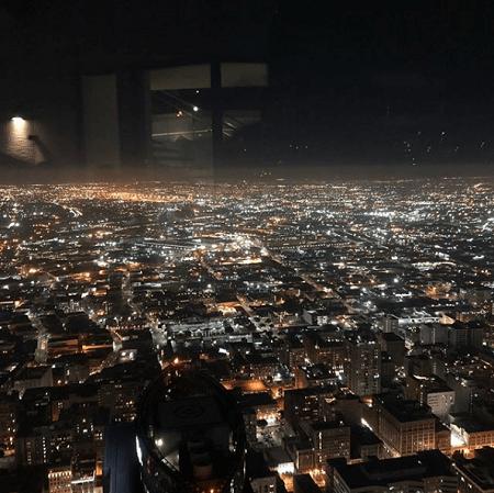 Создатель Тик Ток фотографирует Лос Анджелес